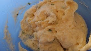 Torta de batata diferente com recheio de carne moída,milho verde e azeitonas: