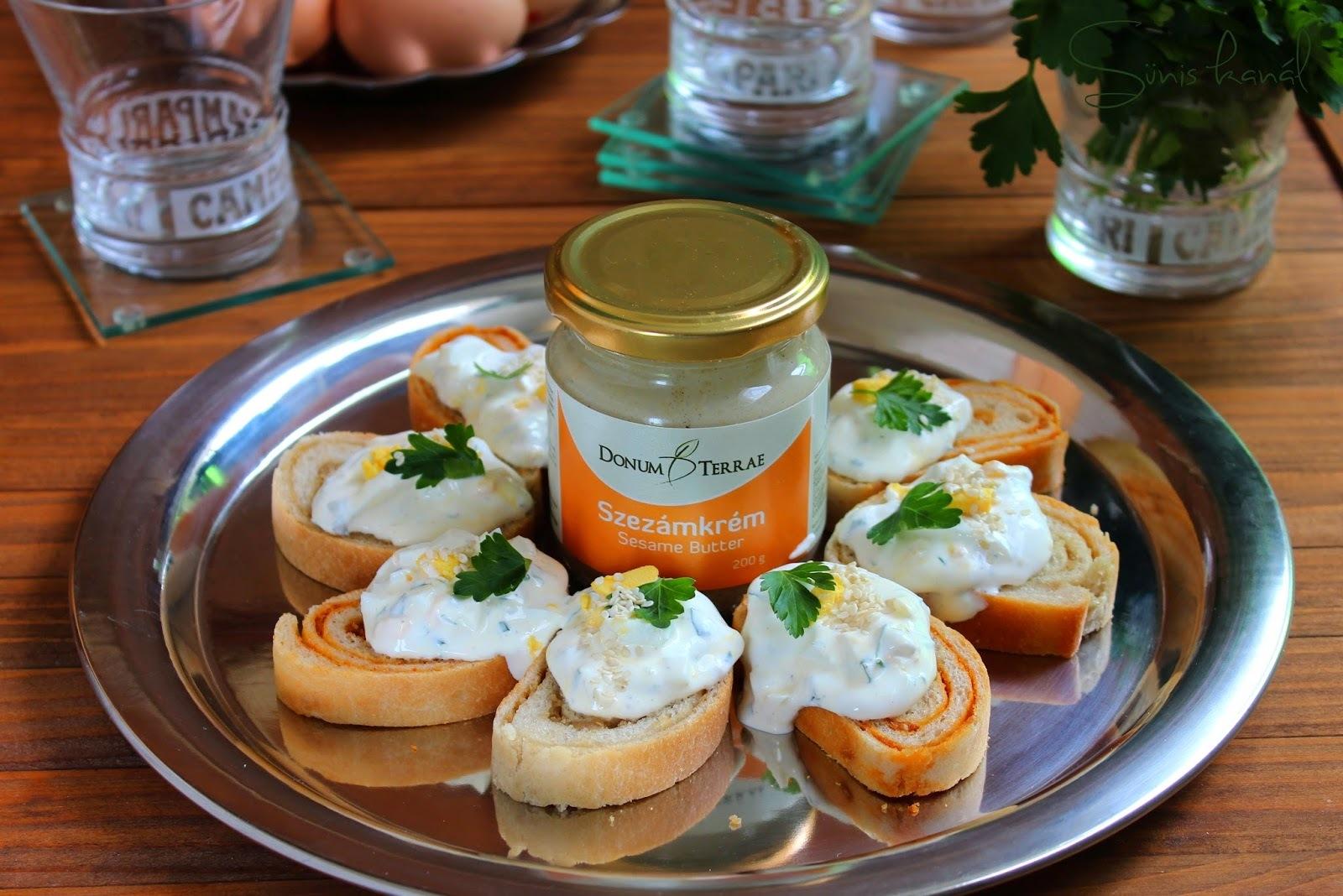 Szezámkrémes falatkák zöldfűszeres-tojásos krémsajttal