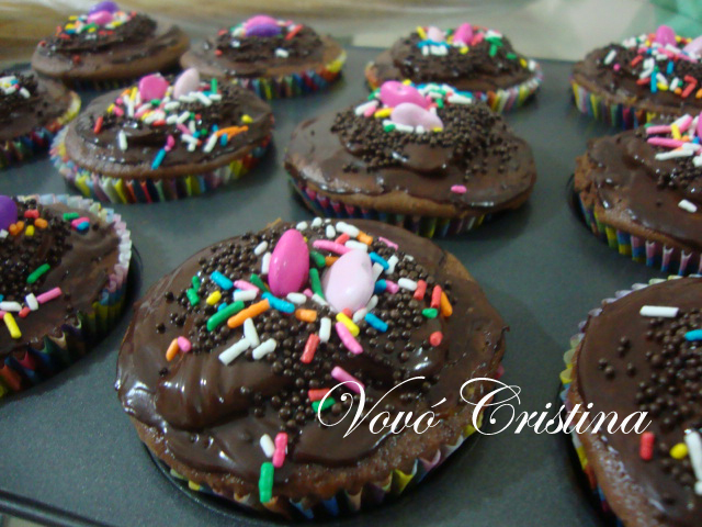 CUPCAKES DE CHOCOLATE RECHEADOS COM DOCE DE LEITE