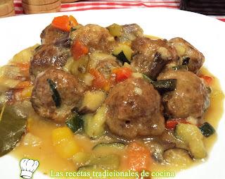 Receta de albóndigas con salsa de verduras