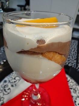 TORTA GELADA DE CHOCOLATE E PESSEGO