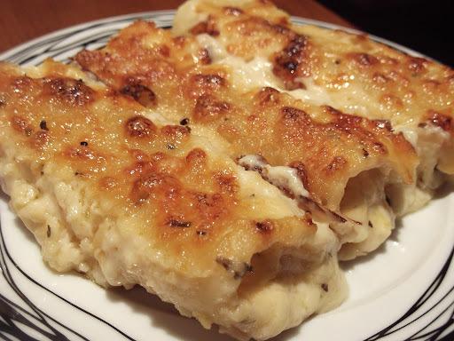 Λαζάνια με κοτόπουλο,τυριά και μπεσαμέλ!