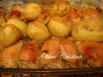 foto de prato de frango assado e salada