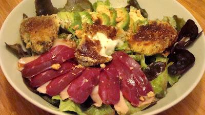Salade de chèvre chaud pané