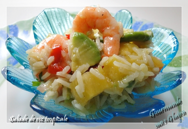 Salade de riz tropicale à l'ananas