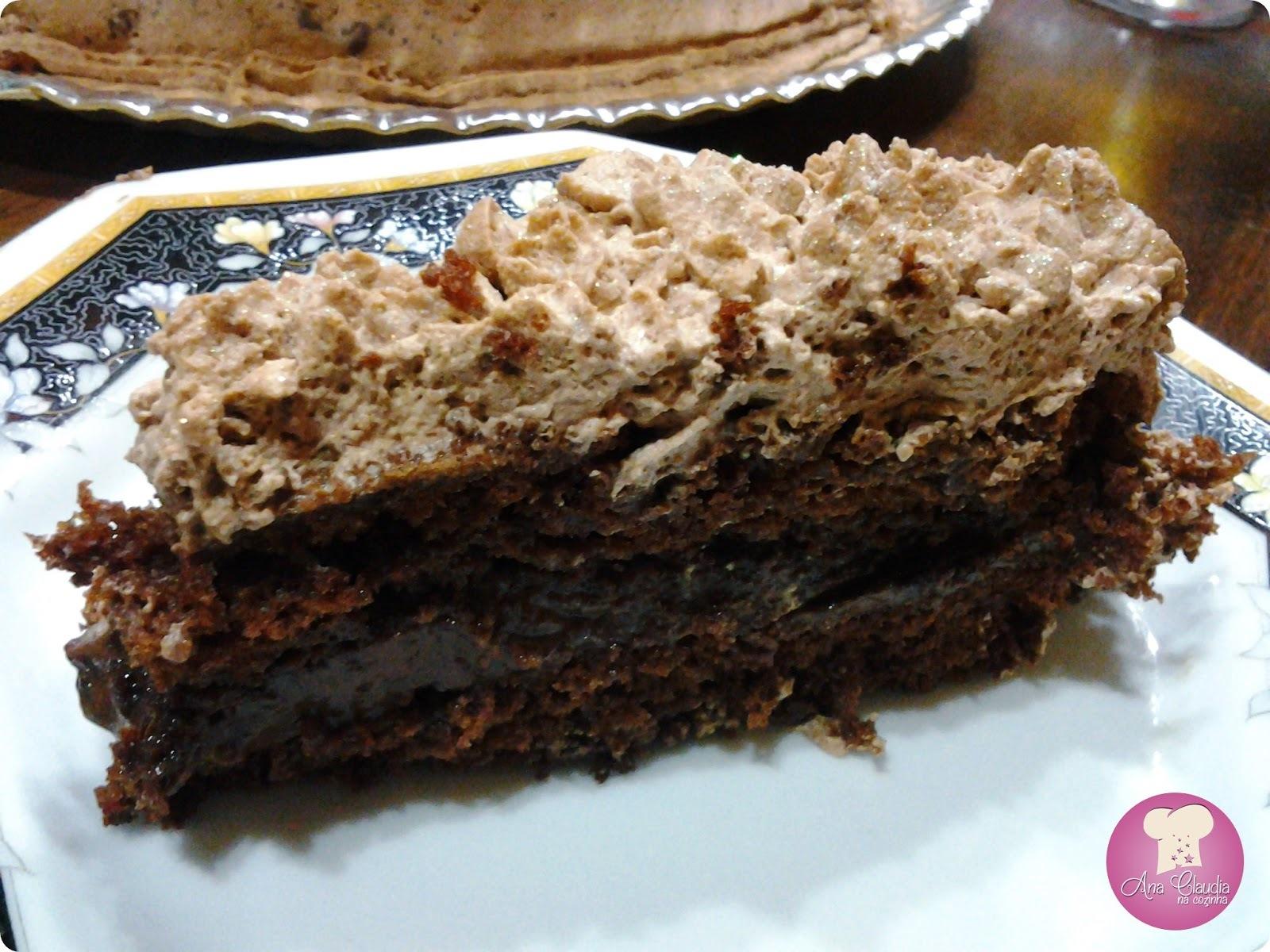 bolo de chocolate com cobertura de achocolatado lí