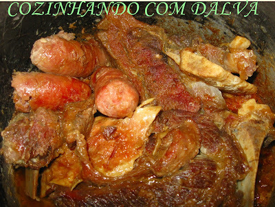 costela com linguiça cebola caldo de carne na panela de pressão