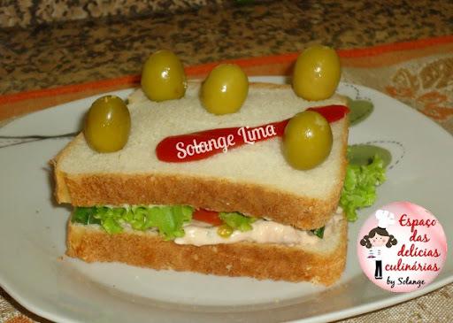 Sanduíche com patê de atum e legumes