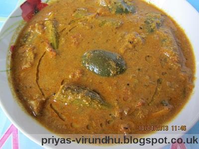 Kathrikkai & Murungakkai Kaara Kuzambu/Brinjal & Drumsticks Gravy