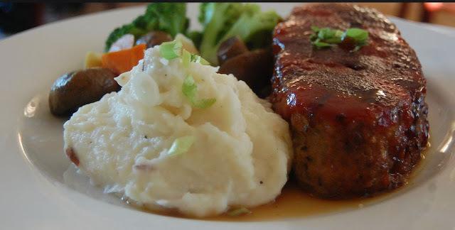 Recette de pain de viande boeuf et porc, farci aux fines herbes (Québec)