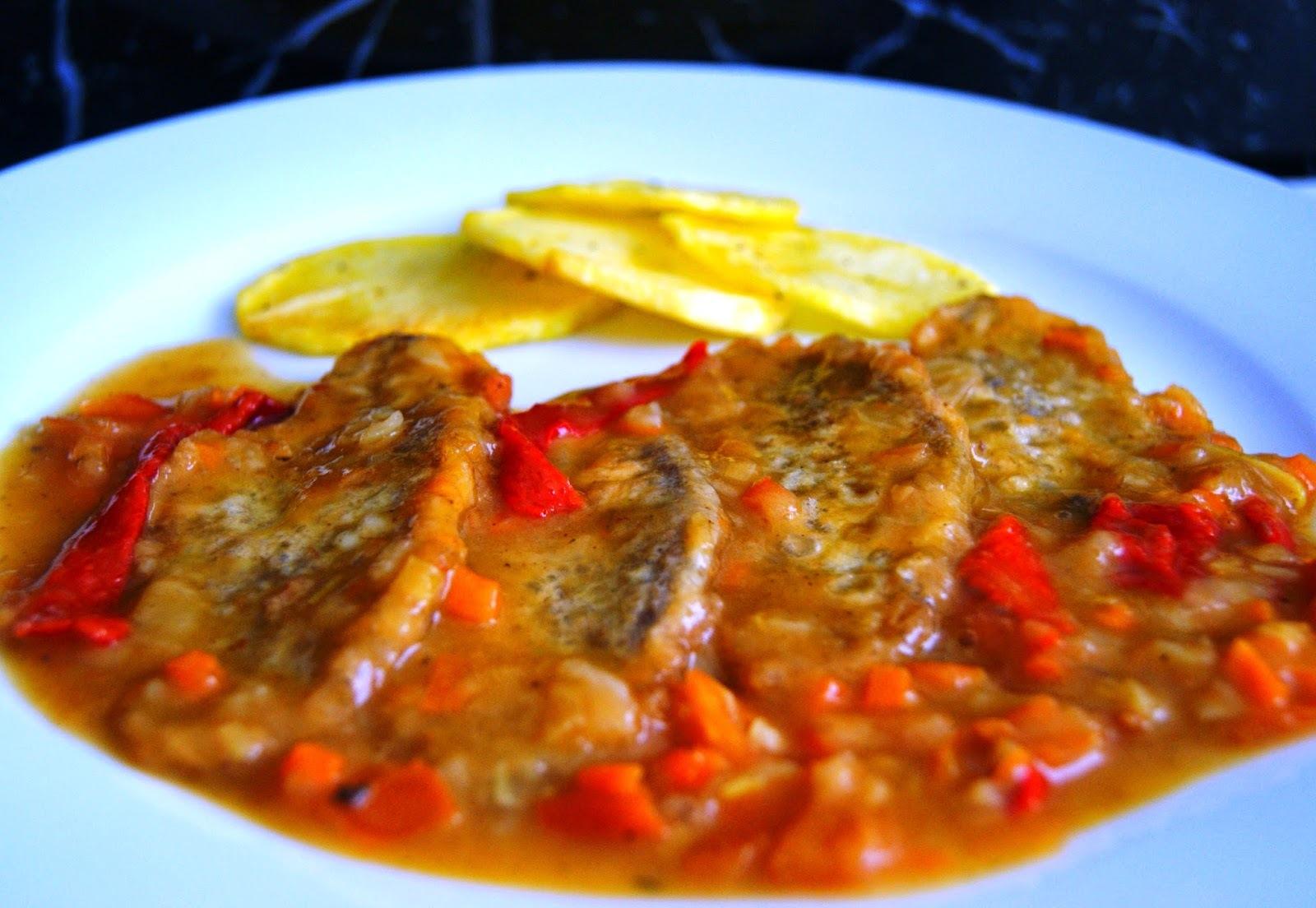 Carrilleras de Ternera Rebozadas y en Salsa con Patatas Panadera