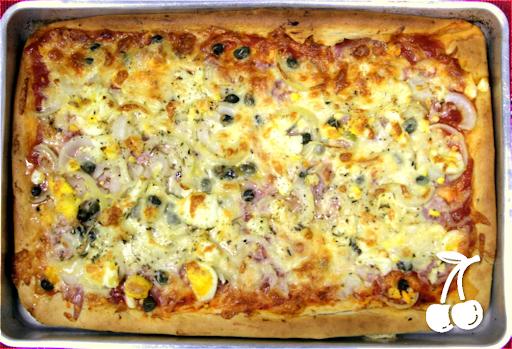 como fazer pizza portuguesa com calabresa