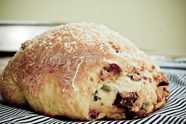 Pão de Linguiça e Queijo
