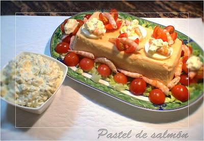 Pastel de salmón y gambas con salsa tártara