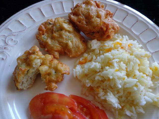 Pataniscas de bacalhau com arroz de cenoura