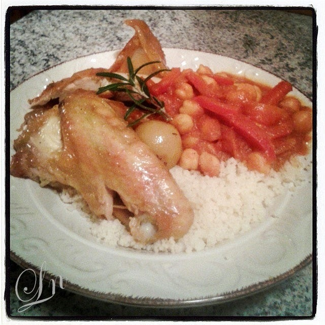 Poulet rôti au thym romarin et citron confit , tajine de poivrons à la tomate et pois chiches