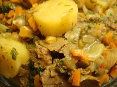 Carne na Pressão com Legumes Cozidos: um prato light, rápido e saboroso!