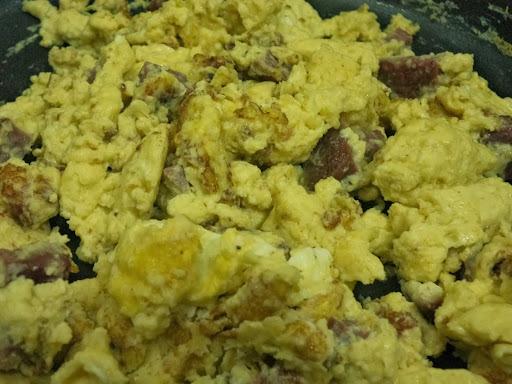 Ovos Mexidos com Linguiça