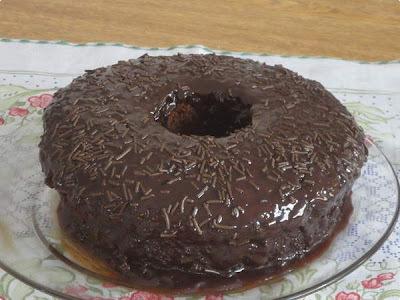 bolo de chocolate mole no meio micro ondas