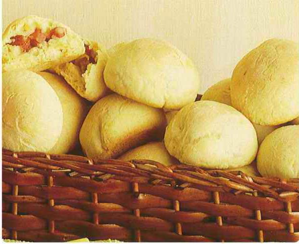Pãozinho de mandioca e linguiça