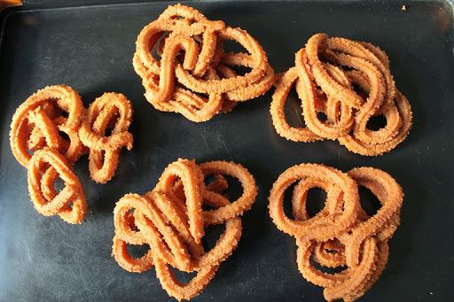 Wheat Flour Murukku / Atta Murukku / Gothumai Mavu Murukku / Atta Chakli - Diwali Recipes