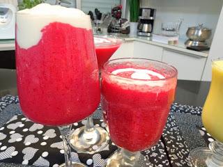 mousse de gelatina de morango com iogurte natural light