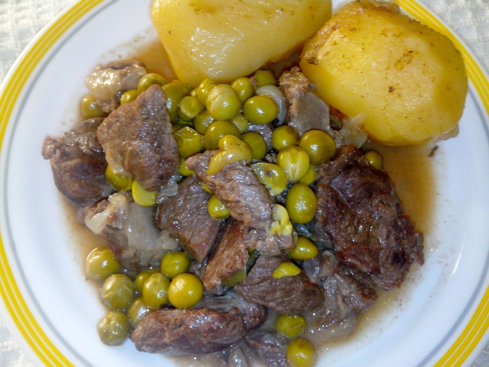 Carne Guisada con Guisantes Frescos