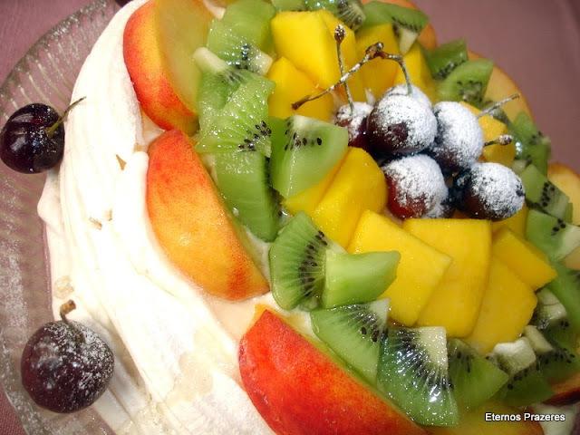 Revivendo Prazeres - Torta de merengue com frutas