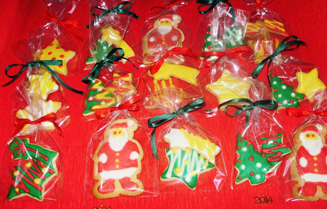 Μπισκότα με χρωματιστό γλάσο βανίλιας