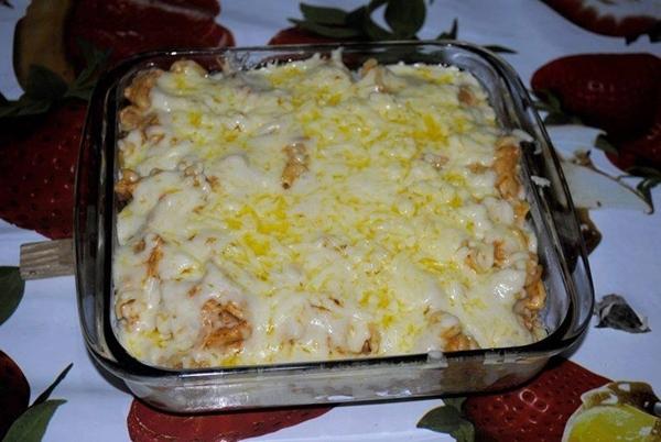 macarrão parafuso com peito de frango e creme de leite
