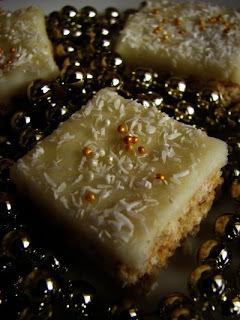 nepeceny kolac so salkom a mandlami