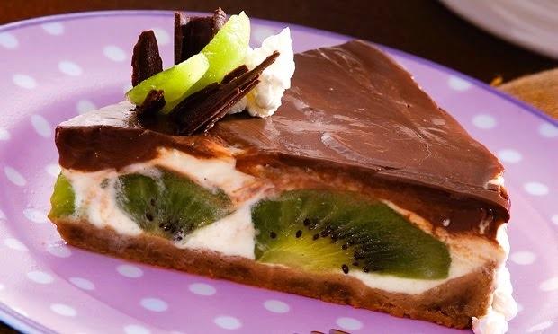 Torta de chocolate com frutas