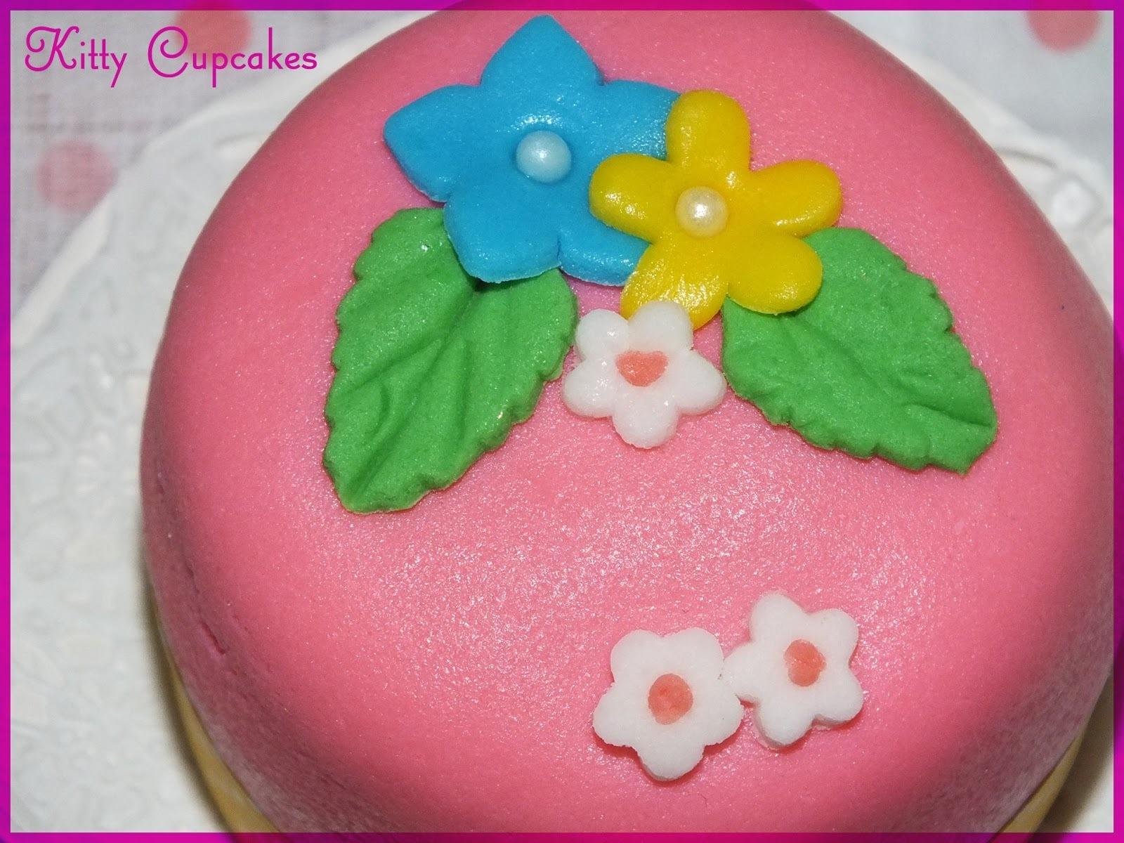 Minicakes y la primera aparicion de KC en la revista NVitrina!!
