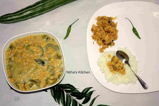 Restaurant Style Paal Kootu | Chana Dhal Snake Gourd Kootu