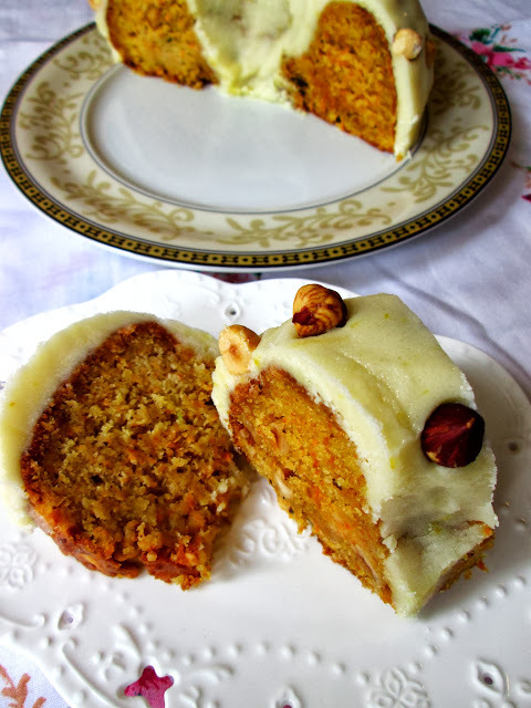 Beli kolač sa šargarepom i lešnikom
