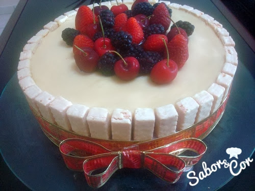 torta gelada dura chocolate e creme branco gelado
