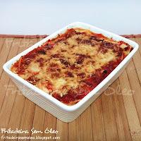 lasanha de frango com queijo e presunto com molho vermelho