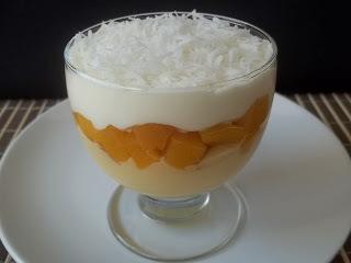 sobremesa com pessego em calda e leite condensado