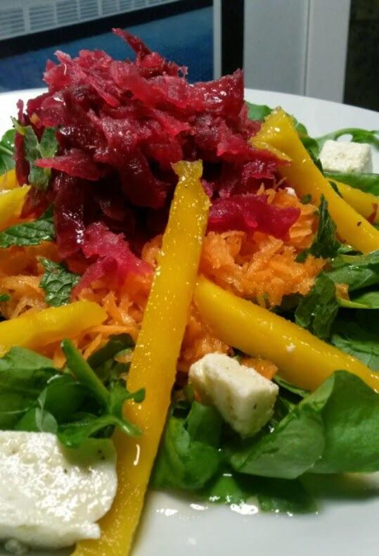 Salada de Agrião com Manga, Beterraba e Queijo Ricota!