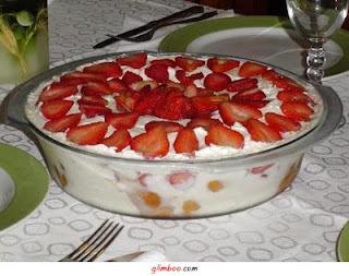 pave de gelatina com iogurte e leite condensado