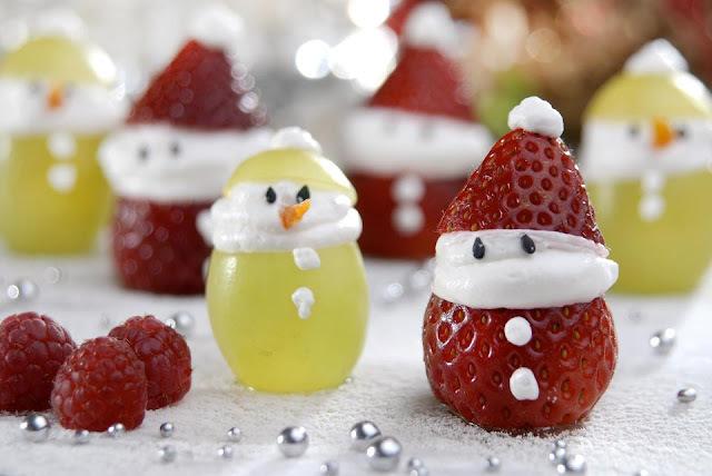 Personagens natalinos com frutas