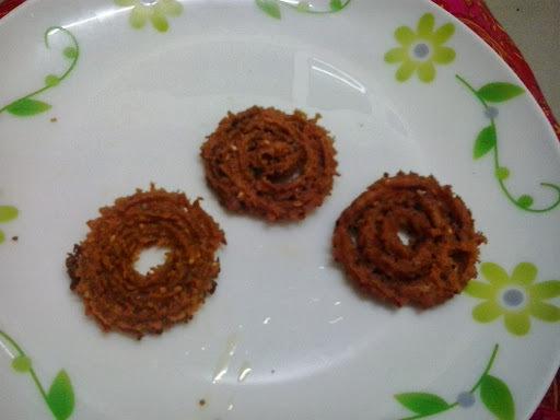 Chapati chakli |leftover chapati chakali | urleli roti murukku