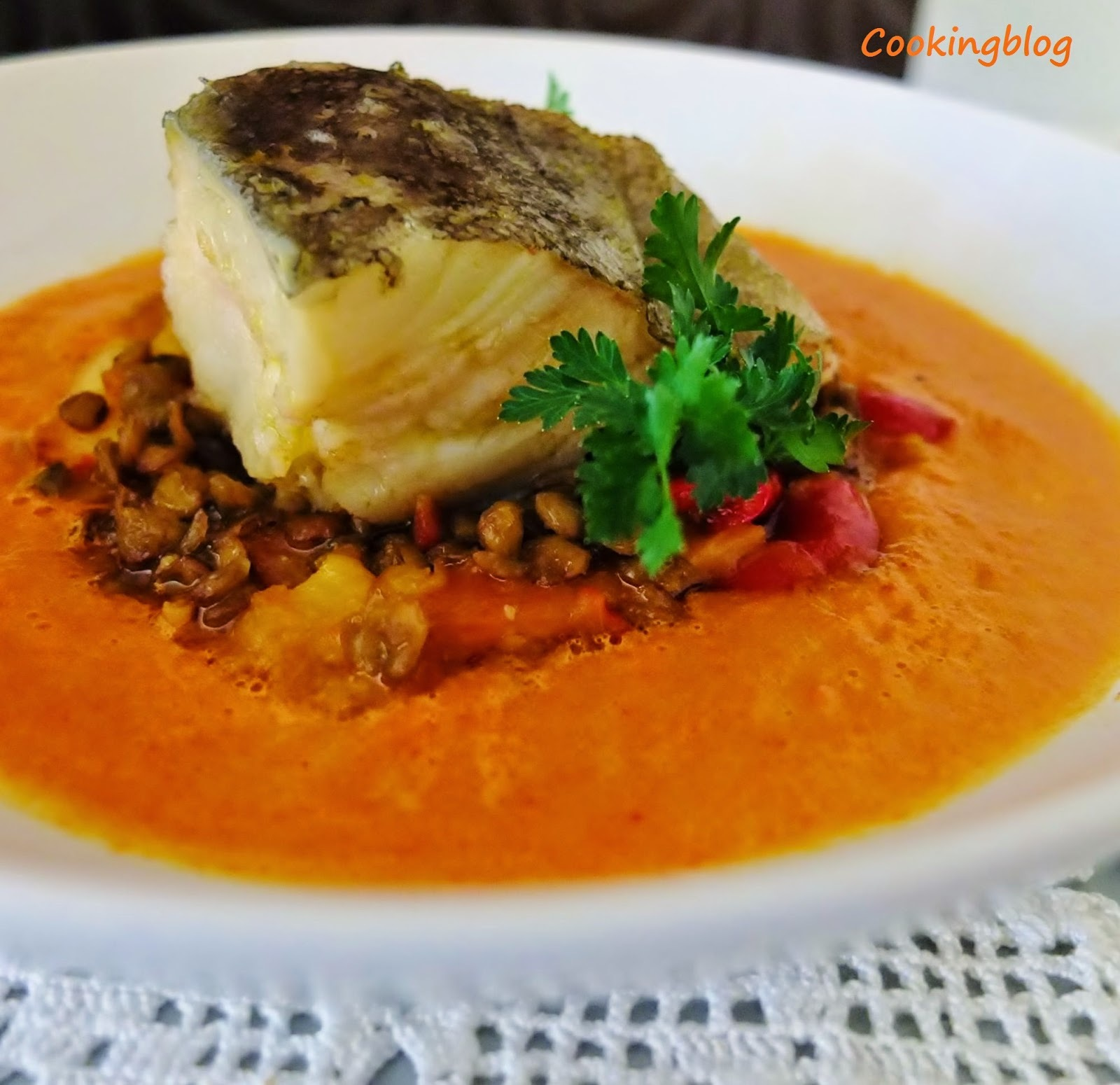 "Bacalhau confitado com lentilhas, chouriço e ""sumo"" de piperade 
