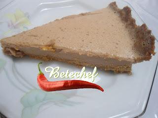 Torta de Biscoito com cobertura de mousse de chocolate
