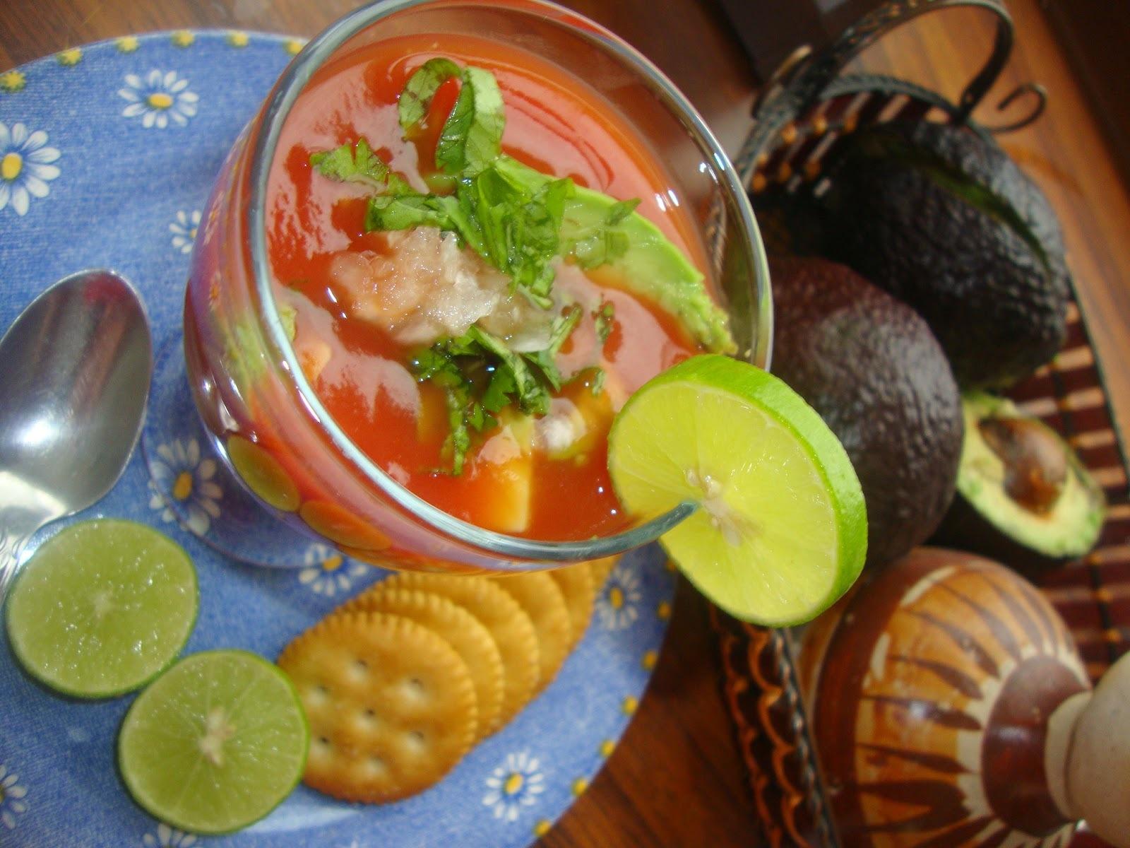 Sopa Fría de Tomate y Aguacate