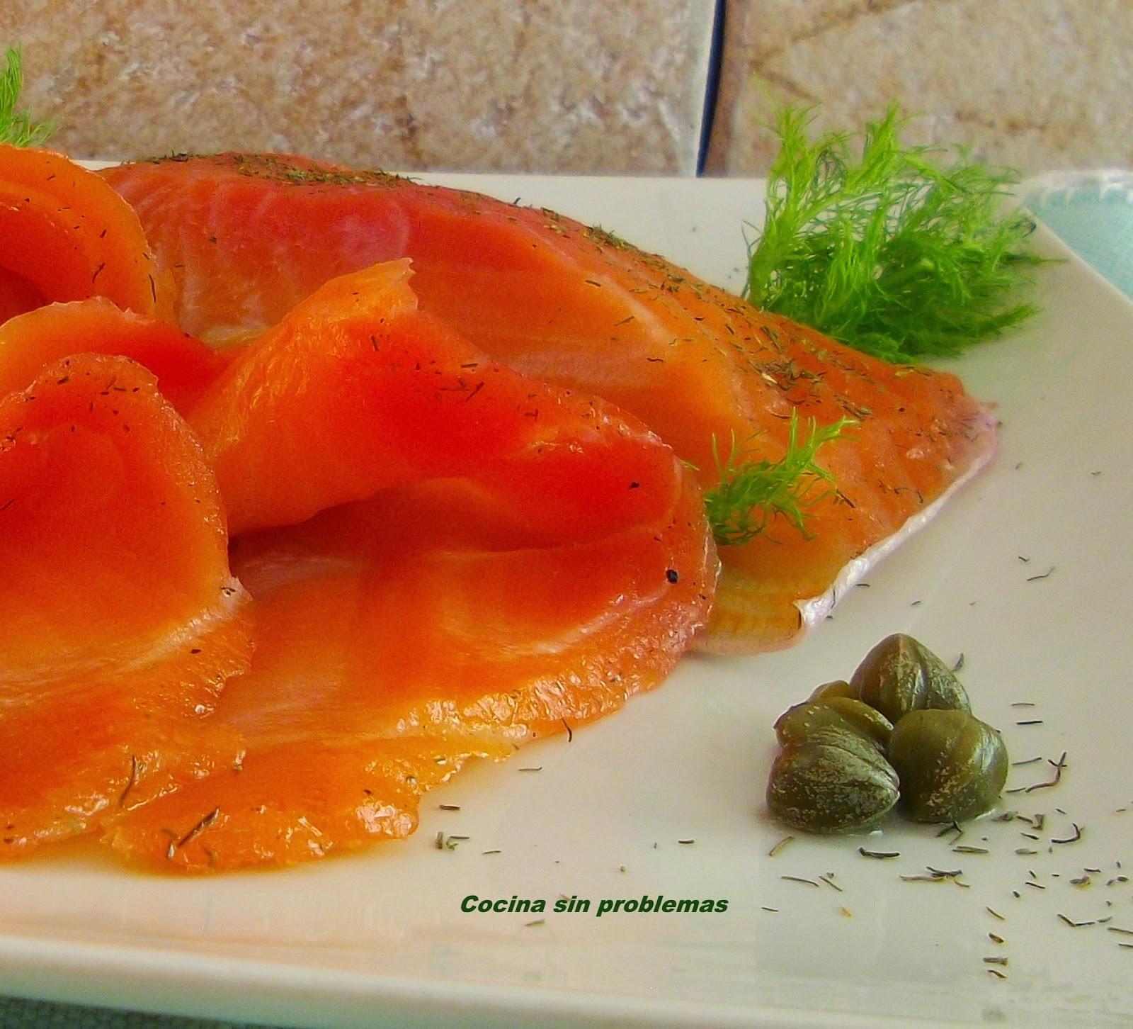 Salmón marinado con especias y remolacha.