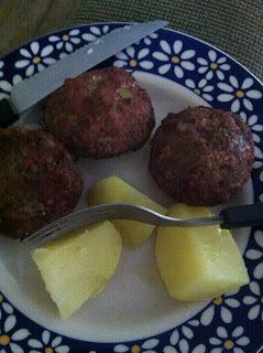 bolinho de carne moida com batata assado