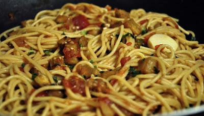 Spaghettoni com Lascas de Peru e Berinjela....Super Especial!