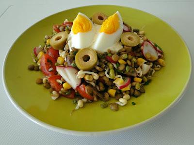 Salát s čočkou a fazolemi mungo