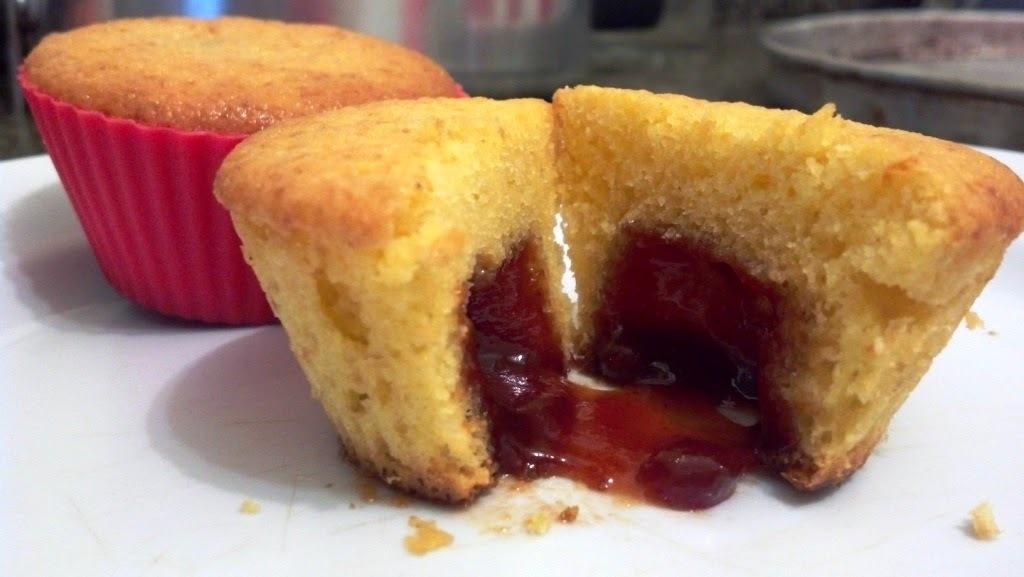 Cupcake de fubá com recheio de goiabada